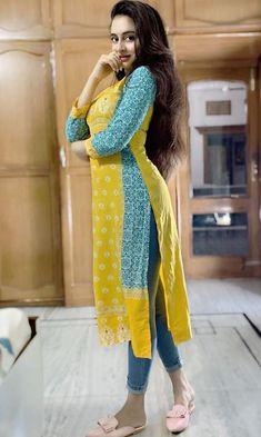Curvy Girl Outfits, Curvy Girl Fashion, New Fashion, Desi Girl Image, Indian Girl Bikini, Most Beautiful Bollywood Actress, Indian Girls Images, Bollywood Girls, Beautiful Girl Photo