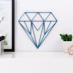 ORIGAMI 3D-Motiv Diamant aus Holz in vielen verschiedenen Farben erhältlich.