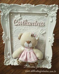 Quadro porta maternidade ursa provence Baby Crafts, Diy And Crafts, Box Frame Art, Diy Shadow Box, Picture Frame Decor, Baby Frame, Baby Co, Baby Keepsake, Frame Crafts