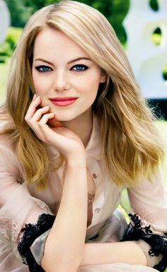 Emma Stone ♥ - I actually used this as an example for a drawing of her. :)