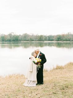 These Grandparents Had A Photoshoot To Celebrate Being Together 63 Years Just some casual true love. Elderly Couples, Mature Couples, Old Couples, Wedding Couples, Wedding Pics, Gold Wedding, Photo Couple, Couple Photos, Grandparent Photo