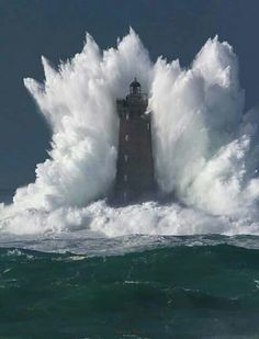 #Lighthouse #hugewaves