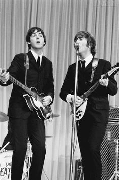 The Beatles featuring Paul McCartney George Harrison John Lennon and Ringo Starr Ringo Starr, George Harrison, Liverpool, Comic Cat, The Beatles Live, John Lennon Paul Mccartney, Beatles Band, Beatles Photos, Japon Illustration