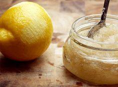 gommage peau citron-sucre: 5 tasses de sucre  2 tasses d'huile d'olive 2 citrons 1 cuillère à soupe d'huile de noix de coco ou de miel