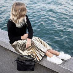 Jessie Bush gold metallic pleated skirt instagram fashion