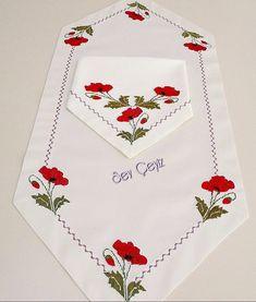 🥀Dün paylaştığımız 🥀takımın diğer parçalarıda sayfamızda yerini alsın 🥀🥀resmi kaydırarak bakabilirsiniz #kanaviçedeğerlendirme #mutfaktakımı #runner #havlu #masaörtüsü #elemeği #göznuru #çeyizhazırlıkları #sadeşık #tasarımlar #sevçeyiz #izmir #bornova Hand Embroidery, Embroidery Designs, Table Runners, Cross Stitch, Table Decorations, Sewing, Pattern, Handmade, Crafts