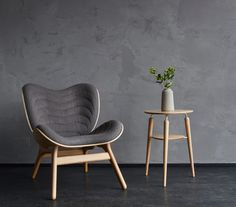 Bureau Design, Furniture Decor, Furniture Design, Hub Usb, Lounge Chair, Dining Chair, Minimalist Furniture, Designer, Home Decor
