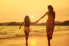 Mẹ thực sự chính là một người luôn dành trọn mọi sự yêu thương và lo toan cho em. Mẹ luôn căn dặn em học hành thật tốt và cũng là người lo cho em từng bữa ăn giấc ngủ, mỗi khhi ốm mẹ lại thức đêm để chăm sóc cho em.