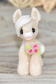Genuine and original polymer clay sculpture designed and handmade with love by Elisabete Santos Paper Mache Sculpture, Polymer Clay Sculptures, Polymer Clay Animals, Cute Polymer Clay, Cute Clay, Polymer Clay Creations, Polymer Clay Crafts, Horse Sculpture, Hips And Curves