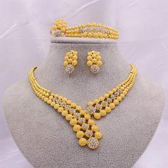 Gold Bridal Jewellery Sets, 24k Gold Jewelry, Jewelry Sets, Jewelry Accessories, Women Jewelry, Fashion Jewelry, Gold Fashion, Fashion Necklace, Jewelry Design Earrings