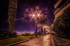 Titulo: Árbol de luz Copyright © Jesús Guerra  La Punta / Callao - PERÚ  #peru #lima #callao #lapunta #luz #light #jesusguerrafotografia #paisaje #landscape #canon #400d #xti #long #xposure #nocturno #noche #nite #night #fotografia #photography #arbol #luces #calles #street