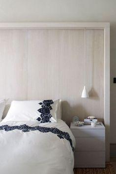 Cozy bedroom, love the linens//