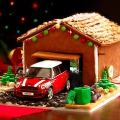 The MINI Gingerbread Garage. A step-by-step guide on how to make a festive home for your model MINI. Christmas Countdown, Christmas Crafts, Christmas Stuff, Christmas 2019, Christmas Ideas, Christmas Gingerbread, Gingerbread Houses, Mini Driver, Mini Things
