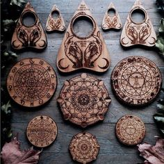 Goshh those are the pieces from ouija board right? Wood Burning Crafts, Wood Burning Art, Witch Aesthetic, Crystal Grid, Book Of Shadows, Magick, Wood Art, Creations, Photos