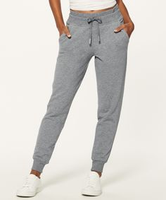 These cotton-blend joggers have you covered, whether you're running around town or cooling down after a marathon sweat session. Basic Outfits, Sport Outfits, Summer Outfits, Cozy Outfits, Gym Outfits, Fitness Outfits, Girls Joggers, Joggers Womens, Drawstring Pants Outfit