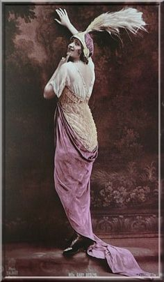Jeanne Paquin 1916 - Inspired by the Pink color Jeanne Paquin, Paul Poiret, Vintage Photographs, Vintage Photos, Divas, French Fashion Designers, Victoria And Albert Museum, Museum Collection, Silhouette