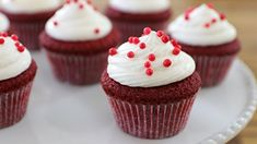 Red velvet cupcakes with cream cheese frosting - These cupcakes are so light, moist and fluffy. Red Velvet Cupcakes, Velvet Cake, Mini Cupcakes, Cupcake Recipes, Baby Food Recipes, Dessert Recipes, Desserts, Chocolate Cupcakes, Chocolate Chip Cookies