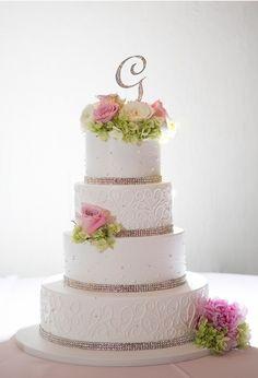 4 tier wedding cake; so simple and beautiful 4 Tier Wedding Cake, Wedding Cakes, Gorgeous Cakes, Amazing Cakes, Pretty Cakes, Fondant Cakes, Cupcake Cakes, Cupcakes, Wedding Strawberries