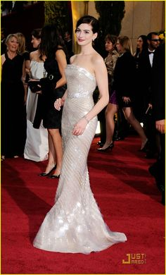 I love the soft silver hue and subtle shine of her dress. alluring! Anne Hathaway in Armani (Oscars 2009)