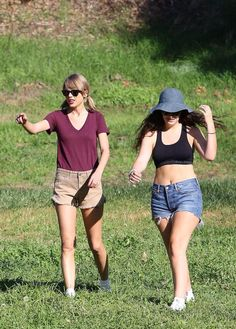 Taylor hiking with Lorde in LA today // 1.13.15