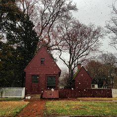 Snow in Colonial Williamsburg!  www.ChristmasInWilliamsburg.com #VisitWilliamsburg #ColonialWilliamsburg