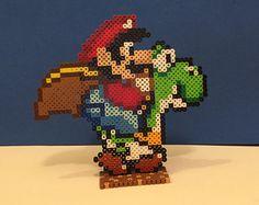 Articles similaires à Scène 3D: Super Mario World perler Bead avec Mario et Yoshi sur Etsy