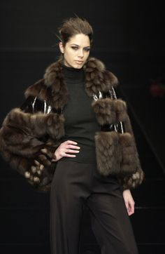 Carlo Tivioli at Milan Fashion Week Fall 2003 - Runway Photos Fur Fashion, High Fashion, Womens Fashion, Fashion Trends, Milan Fashion, Fur Jacket, Fur Coat, Ropa Shabby Chic, Fabulous Furs