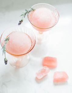 Vin glacé : fruité et hyper rafraîchissant, le vin glacé est le nouveau cocktail à siroter cet été...