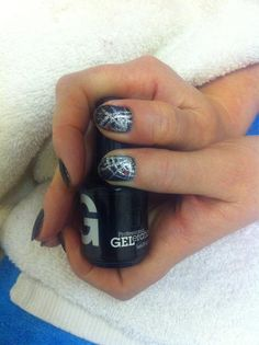 A not-so creepy cobweb! Halloween nails using Jessica GELeration.