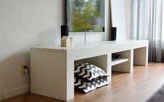 Tv meubel, beschikbaar is diverse afmetingen en kleuren. Op de foto is het hout wit geverfd. Bekijk onze site voor meer inspiratie!