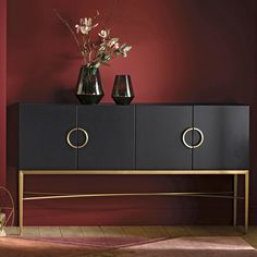 Retro style at its most glamorous, this SHODAN art deco sideboard has elegant and refined lines and a sleek finish. Salon Art Deco, Casa Art Deco, Art Deco Stil, Living Furniture, Accent Furniture, Furniture Making, Furniture Design, Home Interior, Interior Decorating