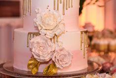 Sugar Roses   #delicatessepostres #wedding #weddingcake #postres #sugarflowers #panama #love #bodaspanama #bodas #sugarart #cakeart Wedding Cakes, Sugar, Desserts, Deserts, Wedding Gown Cakes, Tailgate Desserts, Cake Wedding, Postres, Dessert