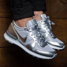 #silversneaker #sneakerporn #sneaker #nike http://purisd.de/produkt/silbener-wmns-internationalist