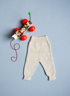 Finley knitted baby pants, knit in The Fibre Co. Savannah (50% wool, 30% cotton, 15% linen 15% soya; 160 yds/50gm skein): Natural, 2 skeins.