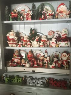 Vintage Christmas Tree Decorations That Are A Brilliant blend of Traditions & Nostalgia - Hike n Dip Christmas Staircase Decor, Christmas Angel Decorations, Christmas Wreaths With Lights, Vintage Christmas Crafts, Retro Christmas, Christmas Angels, Christmas Tree Ornaments, Christmas Classics, Burlap Christmas