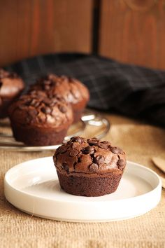Τα πιο brownie μάφινς - The one with all the tastes Cupcake Cakes, Cupcakes, Food Inspiration, Sweet Recipes, Biscuits, Muffins, Deserts, Brunch, Food And Drink