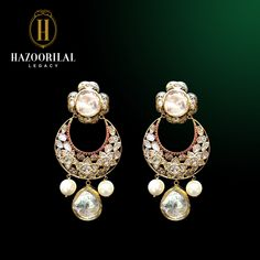 Crescents of perfection: made with rare and Head Jewelry, Stone Jewelry, Diamond Jewelry, Mughal Jewelry, Indian Jewelry, Jewellery, Indian Earrings, Antique Earrings, Schmuck Design