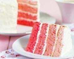 Pink layer cake allégé (gâteau à étage à la vanille au glaçage au mascarpone)