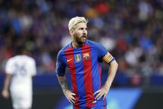 Lionel Messi Photos - Lionel Messi of FC Barcelona during the International Champions Cup match between Leicester City FC and FC Barcelona at Friends arena on August 3, 2016 in Solna, Sweden. - International Champions Cup 2016 - Leicester City v Barcelona
