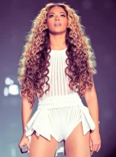 Beyonce hairstyles - her hair is amazing.