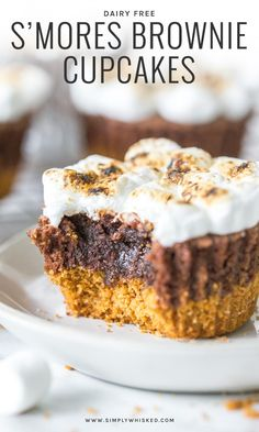 S'mores Brownie Cupcakes – Simply Whisked Dairy Free Recipes - Dessert Easy Summer Desserts, Summer Dessert Recipes, Great Desserts, Delicious Desserts, Easy Birthday Desserts, Breakfast Recipes, Dessert Diet, Smores Dessert, Dessert Aux Fruits