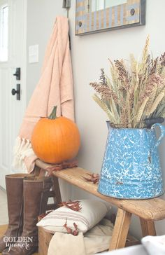 I couldn't wait to decorate my house for fall. It's my favorite season and it seriously can never get here fast enough. I started decorating in the entryway. I wasn't really planning on decorating the entryway this way, it kind of just progressed over time.