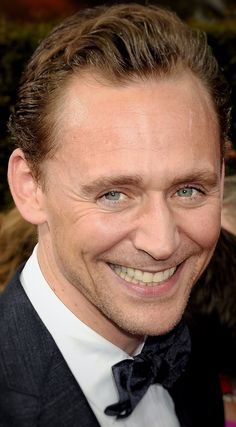 Tom Hiddleston at the 68th Primetime Emmy Awards ~ 9/18/16. (Edit by the-haven-of-fiction) http://maryxglz.tumblr.com/post/151996177792/the-haven-of-fiction-tom-hiddleston-at-the-68th