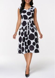 Dresses For Women Belted Dress, Dot Dress, Dresses For Teens, Dresses For Sale, African Fashion Dresses, Fashion Outfits, Royal Clothing, Spandex Dress, African Wear
