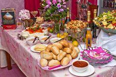 Vuodenvaihteen tarjoilut – Hellapoliisi Cobb Salad, Table Settings, Menu, Food, Menu Board Design, Essen, Place Settings, Meals, Yemek