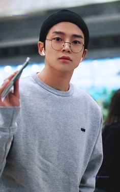 190204 Rowoon at Gimpo International Airport © violet night do not edit, crop, or remove the watermark Korean Male Actors, Korean Celebrities, Korean Fashion Men, Korean Men, Kim Ro Woon, Pretty Boys, Cute Boys, Jung Hyun, Look Man