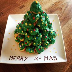 Soesjes kerstboom Soesjestoren voor kerst! Christmas Birthday Party, Christmas Snacks, Xmas Food, Christmas Night, Christmas Breakfast, Cooking Classes For Kids, Cooking With Kids, Xmas Desserts, Candy Recipes