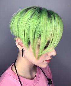 L O W 🏄🏼♀️ K E Y 🐠 L I M E Arctic Fox Hair Color Tak jo. nemela jsem to slibovat. Stejne na to nemam cas 😅 ale aspon slibena zajimava barvicka, zejo? 🔫 co si myslite, koukaji na ni venku? Neon Green Hair, Mint Hair, Neon Hair, Emerald Hair, Semi Permanent Hair Dye, Arctic Fox Hair Color, Crazy Hair, Free Hair, About Hair