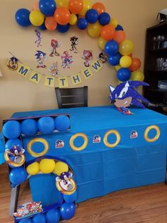 DIY Sonic the hedgehog birthday party decoration idea Sonic Birthday Cake, Sonic Birthday Parties, Sonic Party, Baby Boy 1st Birthday, Birthday Diy, Birthday Party Decorations Diy, Fiesta Decorations, Diy Party, Sonic The Hedgehog Halloween Costume