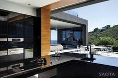 Open kitchen layout to backyard